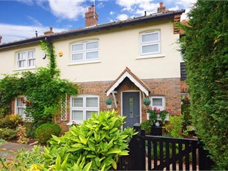 4 bedroom terraced house in Epping Green