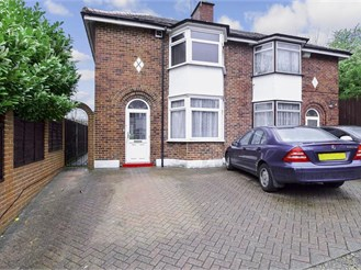 3 bed semi-detached house in London SE2