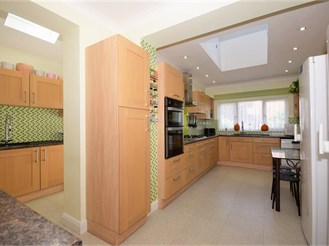 5 bedroom semi-detached house in Upminster