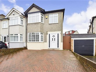 3 bedroom end of terrace house in Dartford