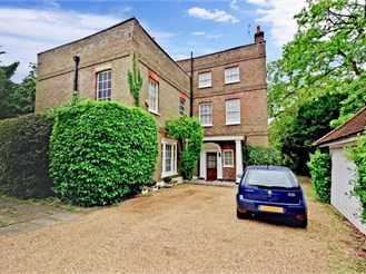 7 bedroom attached house in Chigwell