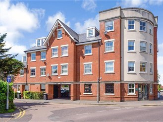2 bedroom second floor flat in Epping