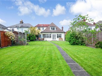 3 bedroom detached bungalow in Thornwood, Epping