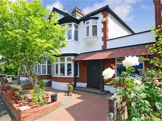 4 bed semi-detached house in Woodford Green