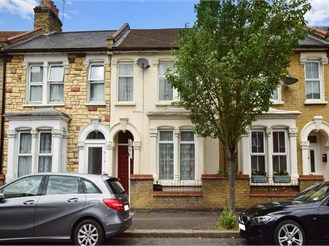 3 bedroom terraced house in Stratford