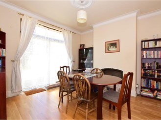 4 bedroom end of terrace house in South Woodford