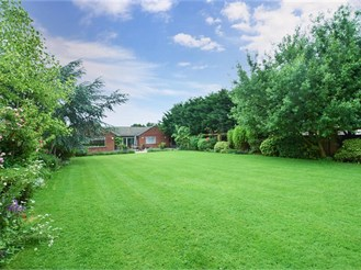 5 bedroom detached bungalow in Stapleford Abbotts, Romford