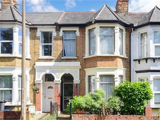 3 bedroom terraced house in Woodford Green