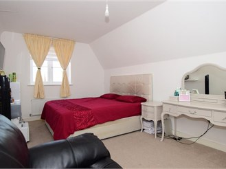 3 bedroom end of terrace house in Basildon