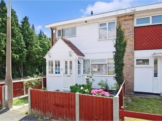 3 bedroom end of terrace house in Wickford