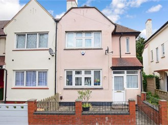 4 bedroom semi-detached house in East Ham, London