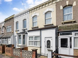 2 bed terraced house in Walthamstow