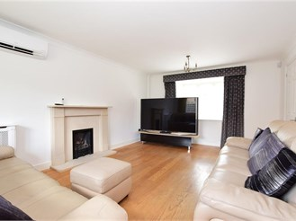 5 bedroom detached house in Loughton