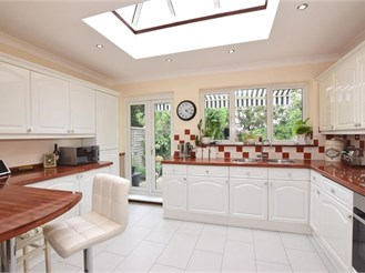 3 bedroom detached house in Greenhithe