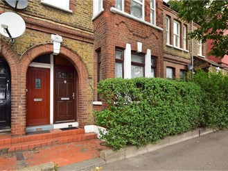 2 bedroom ground floor flat in London E10