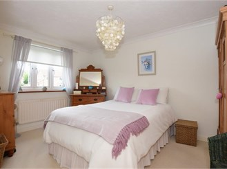 2 bedroom top floor flat in Chingford