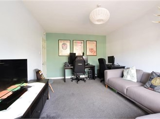 2 bedroom first floor apartment in Loughton