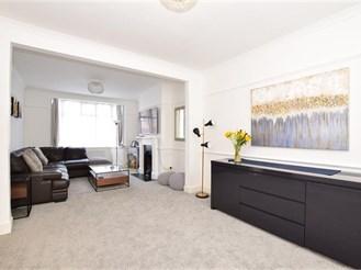 3 bedroom end of terrace house in London E12