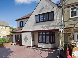 4 bedroom semi-detached house in Hornchurch