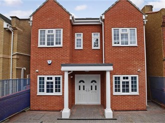 6 bedroom detached house in Ilford