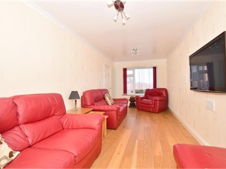 4 bedroom end of terrace house in Sittingbourne