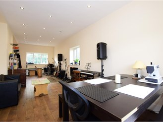 5 bedroom detached house in Newbury Park, Ilford