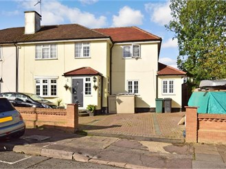 6 bedroom semi-detached house in Hainault, Ilford