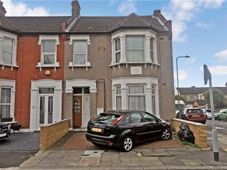 2 bedroom ground floor flat in Ilford