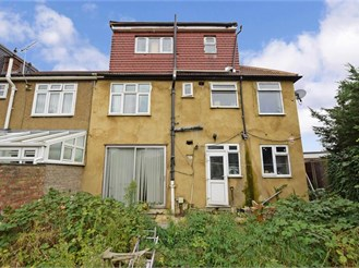 6 bedroom end of terrace house in Barkingside, Ilford