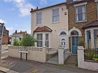4 bedroom end of terrace house in London E10