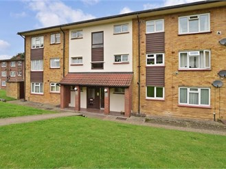 2 bedroom ground floor flat in Borstal, Rochester