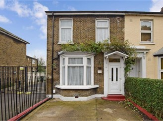4 bed end of terrace house in Leyton, London