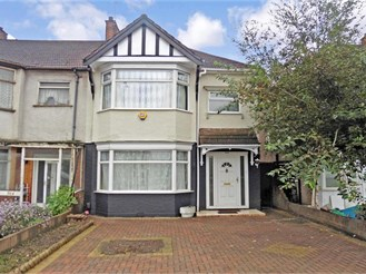 3 bedroom terraced house in Gants Hill, Ilford