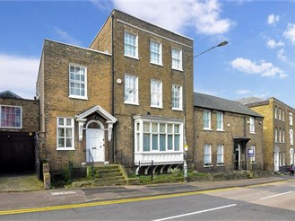 7 bedroom town house in Rochester