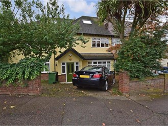 5 bedroom semi-detached house in Chingford