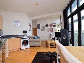 2 bedroom second floor apartment in Greenhithe
