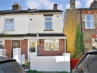 3 bedroom end of terrace house in Strood, Rochester