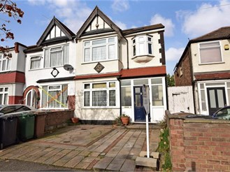 4 bedroom end of terrace house in Chingford