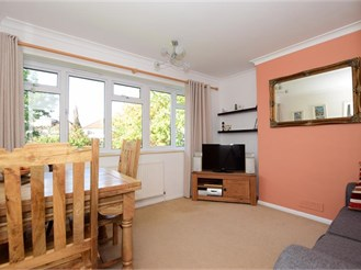 1 bedroom top floor flat in Hornchurch