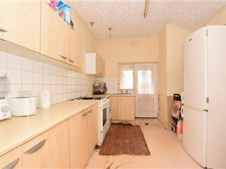 4 bedroom end of terrace house in East Ham, London