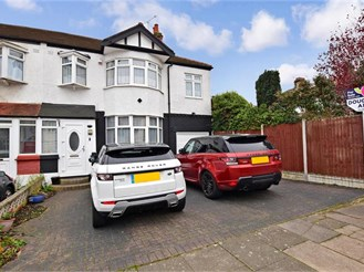 5 bedroom end of terrace house in Redbridge