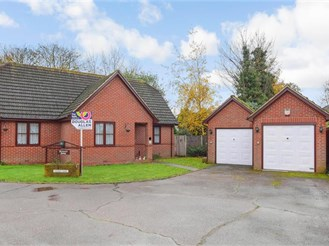 4 bedroom chalet bungalow in Hornchurch