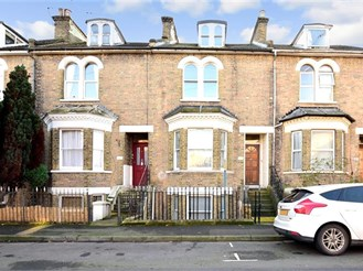 5 bedroom terraced house in Gravesend