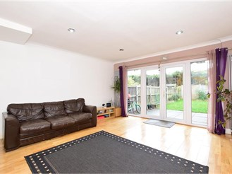 3 bedroom terraced house in South Woodford