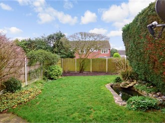 4 bedroom semi-detached house in Pilgrims Hatch, Brentwood
