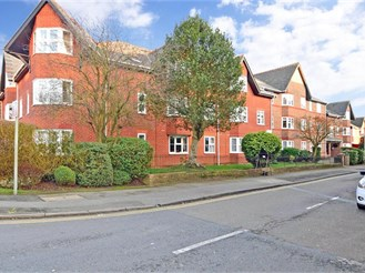 1 bed ground floor retirement flat in Brentwood