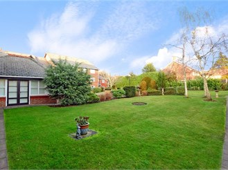 1 bedroom ground floor retirement flat in Brentwood