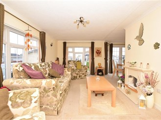 2 bedroom park home in Battlesbridge, Wickford