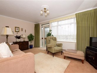 3 bedroom semi-detached house in Loughton
