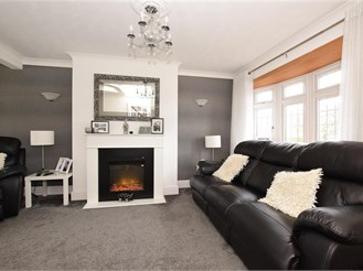 5 bedroom terraced house in Romford